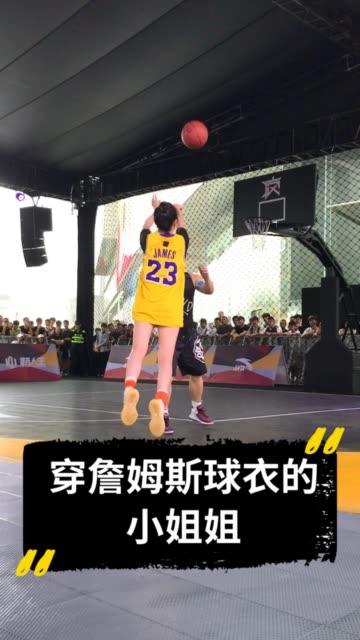 会打篮球的女生 路人王篮球 \n女孩子穿球衣是不是都很漂亮哇\n如果你是女生,你会穿哪位NBA球星的球衣呢?\n如果你是