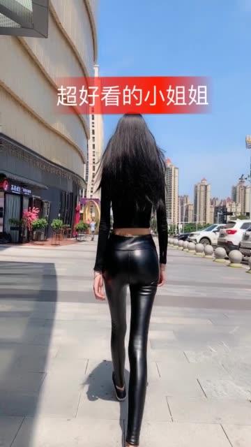 街拍女神哩哩lsi自拍视频_第13期