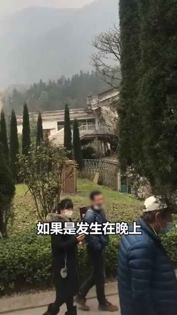 网友爆料称游客参观汶川地震遗址时嬉笑,导游怒怼:再笑请出去!网友:怼得好!