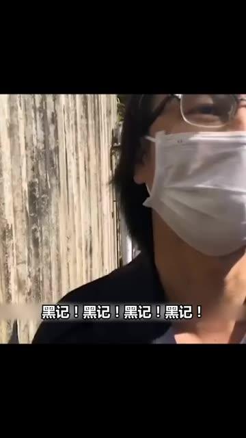 """香港一""""黄媒""""记者被市民怒怼:这里是中国香港!正义永远属于我们!"""